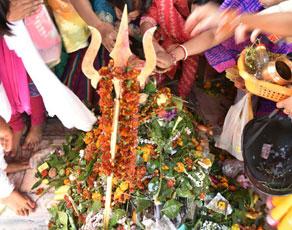 शिवरात्रि के मौके पर बिहार के प्रसिद्ध देवालयों में उमड़ी भीड़, देखें तस्वीरें…