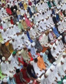 देखें तस्वीरेंः ईद की धूम, हर तरफ जश्न का माहौल