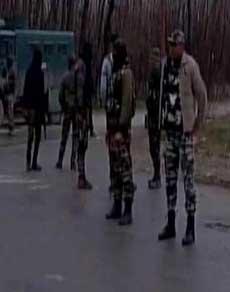 जम्मू-कश्मीर: पुलवामा में सेना ने आतंकियों को घेरा, एनकाउंटर में 2 आतंकी हुए ढेर