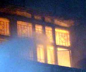 तस्वीरों में देखें-लखनऊ के केजीएमयू में भीषण आग