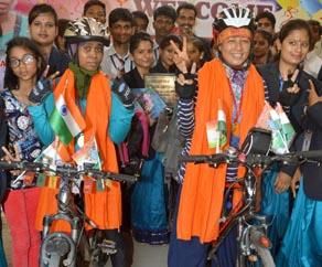 साइकिल से भारत भ्रमण कर पटना पहुंची बिहार की बहादुर बेटियां, देखें तस्वीरें...