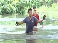 असम में भीषण बाढ़ से हालात बिगड़े, देखें तस्वीरें