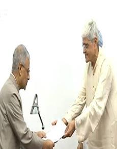 उपराष्ट्रपति चुनाव: upa उम्मीदवार गोपाल कृष्ण गांधी ने भरा नामांकन