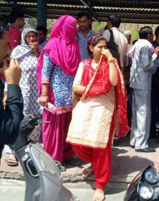 देखें तस्वीरेंः हरियाणा रोडवेज की हड़ताल से यात्री रहे परेशान