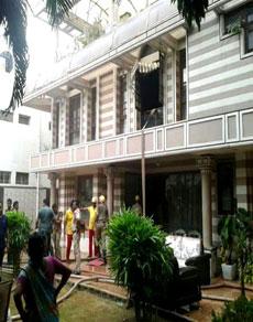 photos: होटल मालिक के घर लगी आग, पांच लोग जिंदा जले