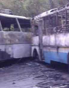 देखें तस्वीरें: हरियाणा व हिमाचल रोडवेज की बसों में टक्कर, लगी आग