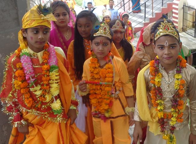 PICS: जन्माष्टमी के उपलक्ष्य में स्कूलों में सांस्कृतिक कार्यक्रमों की रही धूम