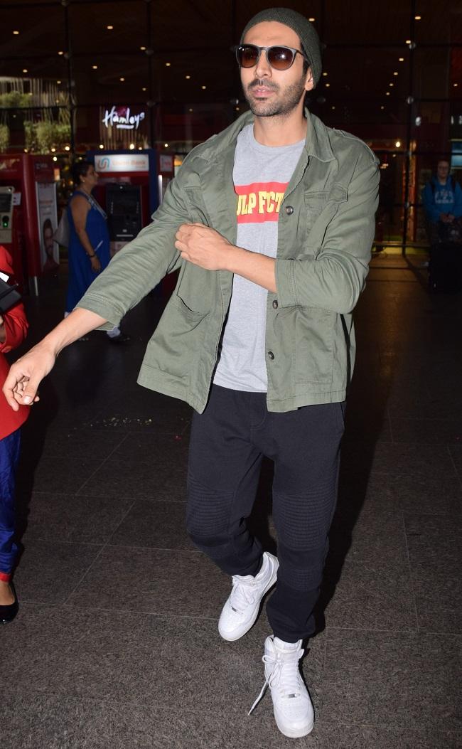 एयरपोर्ट पर दिखा रणवीर सिंह-दीपिका पादुकोण समेत इन सितारों का अंदाज़, देखें तस्वीरें