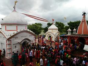 बिहार: सावन के तीसरे सोमवार पर हर-हर महादेव से गूंज उठे शिवालय, देखें तस्वीरें...