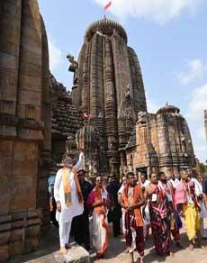 भुवनेश्वर के लिंगराज मंदिर में पीएम मोदी ने की विशेष पूजा, देखें तस्वीरें