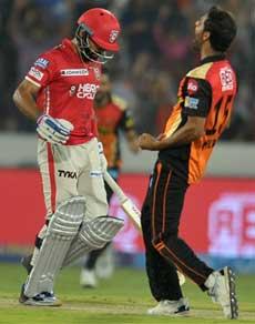 IPL 10 : रोमांचक मुकाबले में सनराइजर्स हैदराबाद ने किंग्स इलेवन पंजाब को हराया