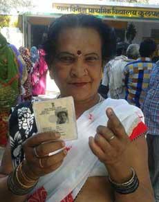 यूपी चुनाव : दिन चढ़ने के साथ बढ़ा मतदाताओं का जोश