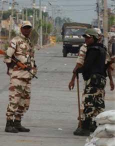 देखें तस्वीरें : सिरसा में कड़ी सुरक्षा के बीच पटरी पर लौट रहा जनजीवन