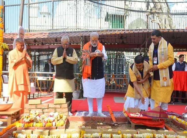 PM मोदी ने अपने संसदीय क्षेत्र में काशी विश्वनाथ कॉरिडोर की रखी नींव