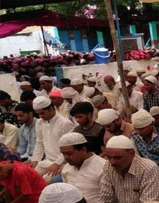 देश की शांति के लिए नमाज के दौरान मांगी दुआ, देखें तस्वीरें