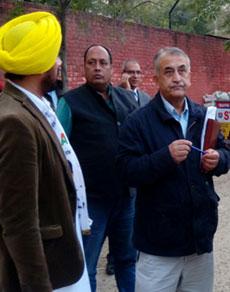 देखें तस्वीरें: चुनाव अायोग की टीम ईवीएम मामले की जांच के लिए पटियाला में