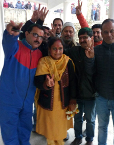 PICS: उत्तराखंड में जीते के बाद जश्न मनाते भाजपा प्रत्याशी