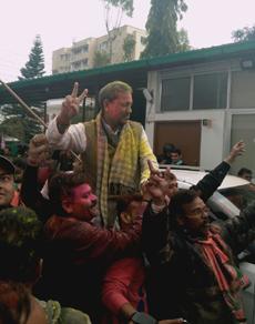 उत्तराखंड में भाजपा में जश्न का माहौल, एक साथ मना रहे होली-दीपावली, देखें तस्वीरें