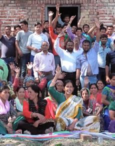pics: शराब की दुकानों का विरोध, ग्रामीणों ने किया प्रदर्शन