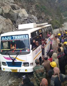 PICS: बदरीनाथ हाईवे खुलने से यात्रियों को मिली राहत
