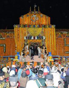 pics: बदरीनाथ धाम के कपाट खुले, राष्ट्रपति प्रणब मुखर्जी ने की पूजा