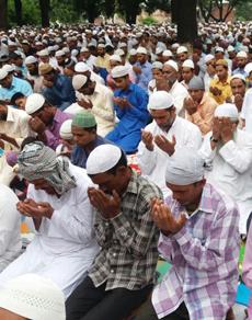 pics: ईद-उल-जुहा की नमाज पढ़ खुशहाली की दुआ मांगी