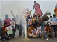 PICS: यूपी में योगी, बिहार में जश्न