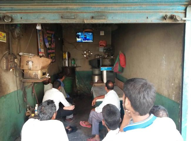 लोगों में दिखी भारत-पाकिस्तान मैच के प्रति दीवानगी, देखें तस्वीरे...