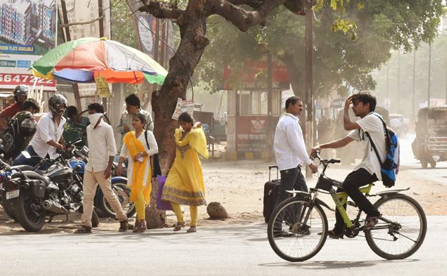 पटना में गर्मी से लोगों का हाल हुआ बेहाल, देखें तस्वीरें