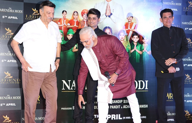 पीएम नरेंद्र मोदी फ़िल्म ट्रेलर लॉन्च पे विवेक ओबेरॉय का ऐसा रहा लुक, देखें तस्वीरें
