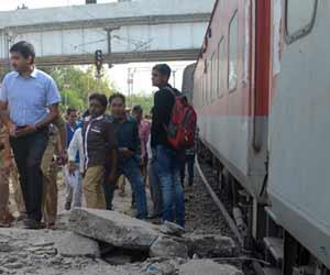 तस्वीरों में देखें-उन्नाव में बड़ा रेल हादसा लेकिन सब सुरक्षित