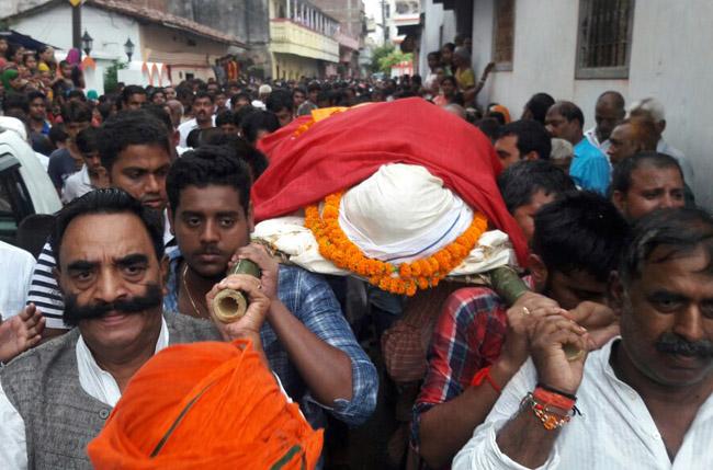 पटना में राजद नेता की गोली मारकर हत्या, मचा कोहराम, देखें तस्वीरें.