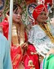 तस्वीरें : महिला सबइंस्पेक्टर बनीं दूल्हा, सहेली के साथ लिए सात फेरे