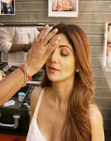 photos : शिल्पा शेट्टी का एेसे होता है makeup, आप भी शिल्पा से ले लीजिए beauty tips