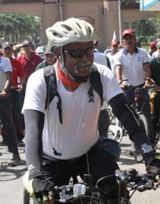 देखें तस्वीरें: शहीदों के लिए साइकिल यात्रा पर मेजर जनरल सोमनाथ झा