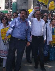 दिल्ली के अस्पतालों में भी डॉक्टरों की हड़ताल, देखें तस्वीरें