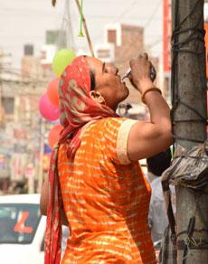 देखें तस्वीरें: हरियाणा में गर्मी के तीखे तेवर ने की लोगों की हालत बुरी
