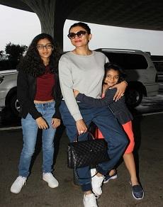 तो इतनी बड़ी हो गयीं हैं सुष्मिता सेन की बेटियां, देखें लेटेस्ट तस्वीरें