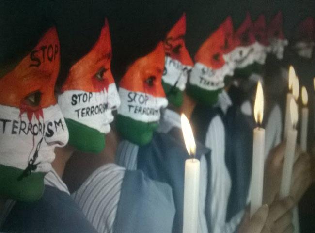 देखें तस्वीरें: कुुरुक्षेत्र की छात्राओं ने आतंकवाद के खिलाफ बुलंद की आवाज