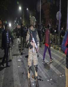 पाकिस्तान के लाहौर में आत्मघाती हमले में 16 की मौत, देखें तस्वीरें