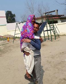 उत्तराखंड: मतदान के लिए बुजुर्गो में भी दिखा उत्साह, तस्वीरें