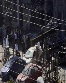 पाकिस्तान के लाहौर धमाकों से  8 की मौत  35 घायल, देखें तस्वीरें