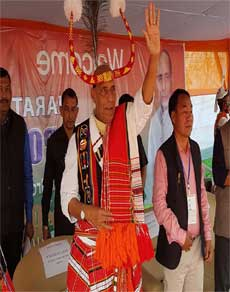photos: मणिपुर की चुनावी जनसभा में कांग्रेस पर बरसे राजनाथ सिंह