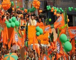 देखें तस्वीरें : गोरखपुर में भाजपा अध्यक्ष अमित शाह के रोड शो में उमड़ा  जनसैलाब