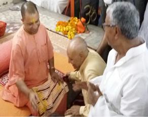 देखें तस्वीरें : गोरखपुर में गुरु पूर्णिमा पर योगी आदित्यनाथ