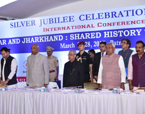 पटना में आद्री के सम्मेलन में शामिल हुए राष्ट्रपति, देखें तस्वीरें...