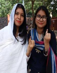 MCD चुनाव के दौरान महिलाओं में दिखाया उत्साह, देखें तस्वीरें
