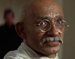 गांधी के जीवन के विविध अक्स दिखातीं ये फिल्में, देखें तस्वीरें...