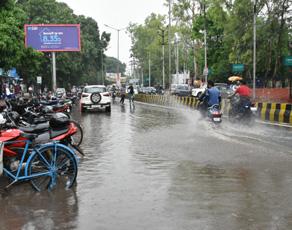 पहली बारिश में ही पानी-पानी हुआ पटना, देखें तस्वीरें...