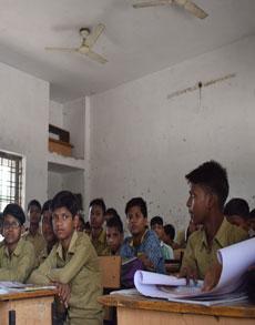 अव्यवस्था के बीच खुले उत्तर प्रदेश में सरकारी स्कूल, देखें नजारा